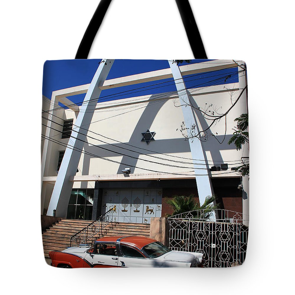 Havana Cuba Tote Bag featuring the photograph Havana 1 by Andrew Fare