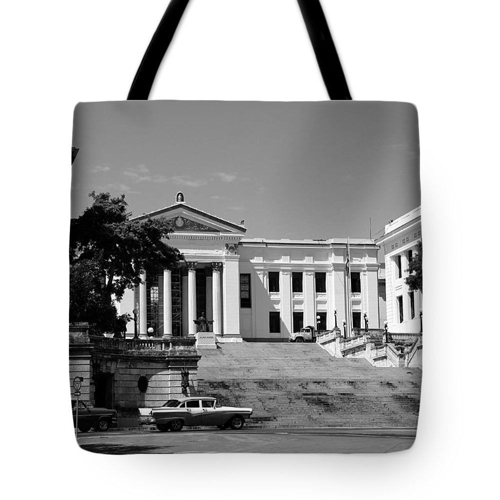 Havana Tote Bag featuring the photograph Havana 26b by Andrew Fare