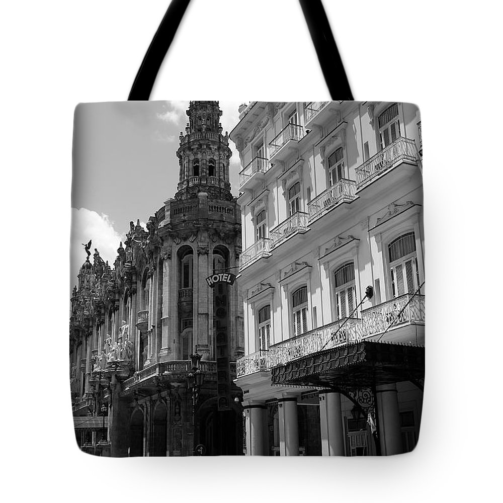 Havana Tote Bag featuring the photograph Havana 5 by Andrew Fare