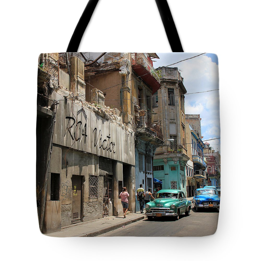 Havana Tote Bag featuring the photograph Havana 9 by Andrew Fare