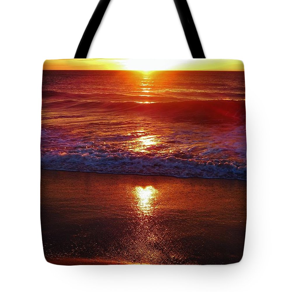 Mark Lemmon Cape Hatteras Nc The Outer Banks Photographer Subjects From Sunrise Tote Bag featuring the photograph Heart Shaped Sunbeam 2 3/9 by Mark Lemmon