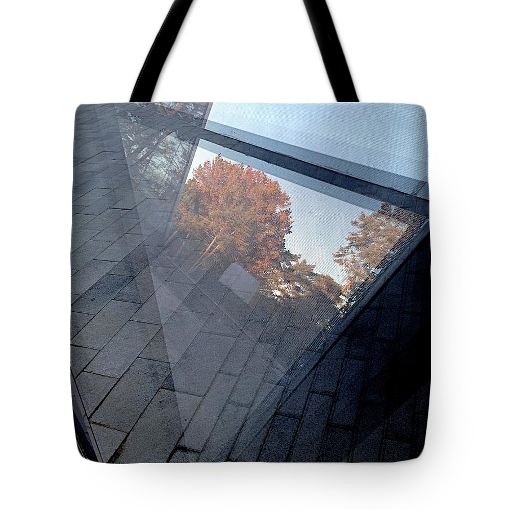 Art Tote Bag featuring the photograph Heated by Joseph Yarbrough
