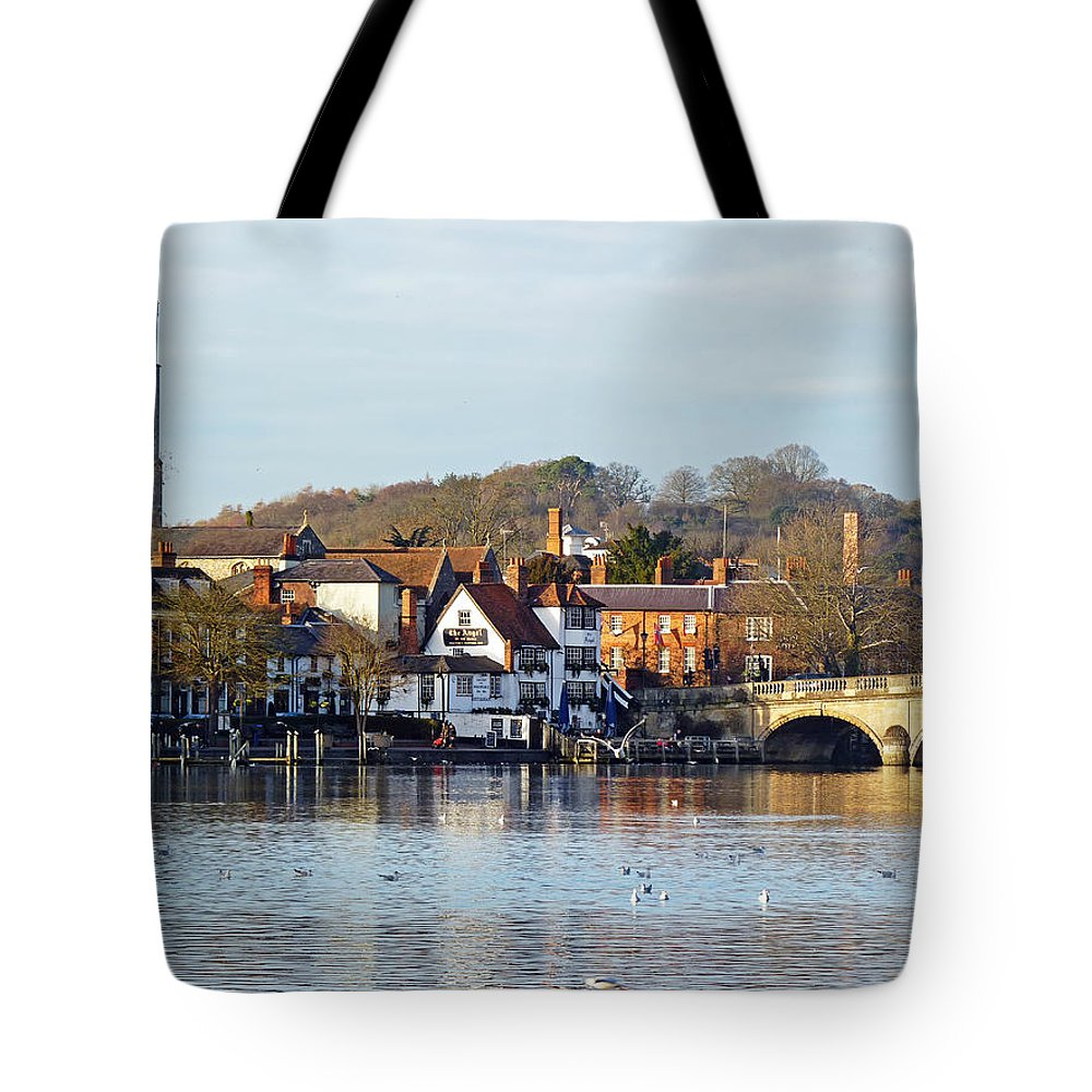 River Thames Tote Bag featuring the photograph Henley-on-thames by Tony Murtagh