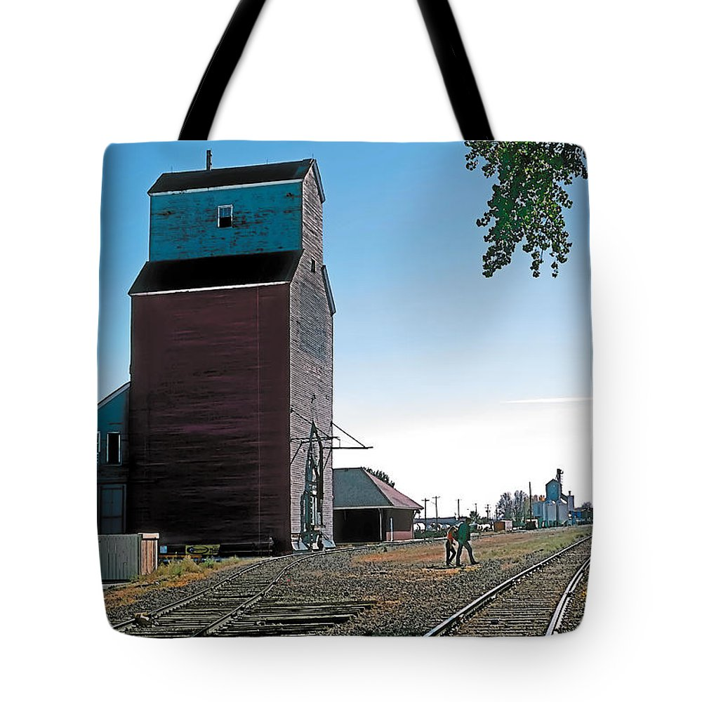 Scenic Tote Bag featuring the painting High River by Terry Reynoldson