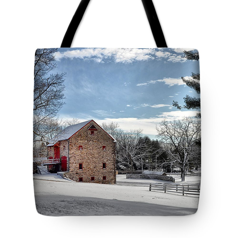 Highland Tote Bag featuring the photograph Highland Farms In The Snow by Bill Cannon