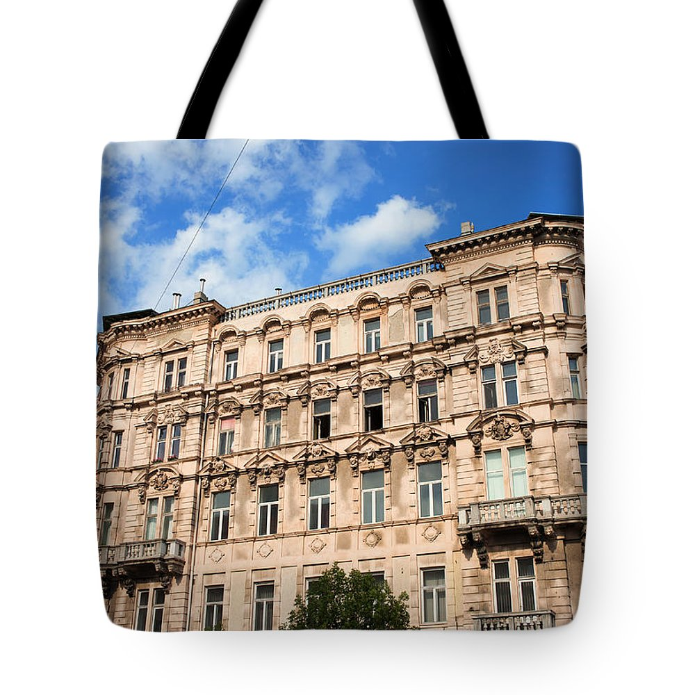 Building Tote Bag featuring the photograph Historic Apartment House In Budapest by Artur Bogacki