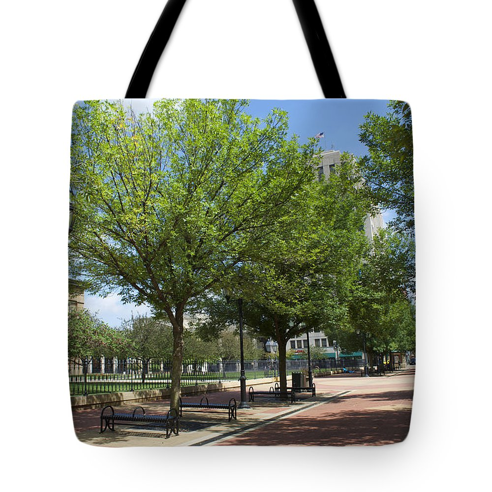 Springfield Illinois Tote Bag featuring the photograph Lincoln Square Springfield Il - Luther Fine Art by Luther Fine Art