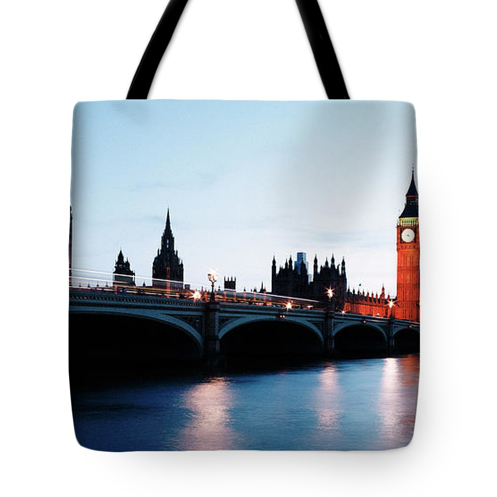 Arch Tote Bag featuring the photograph Houses Of Parliament And River Thames by Gary Yeowell