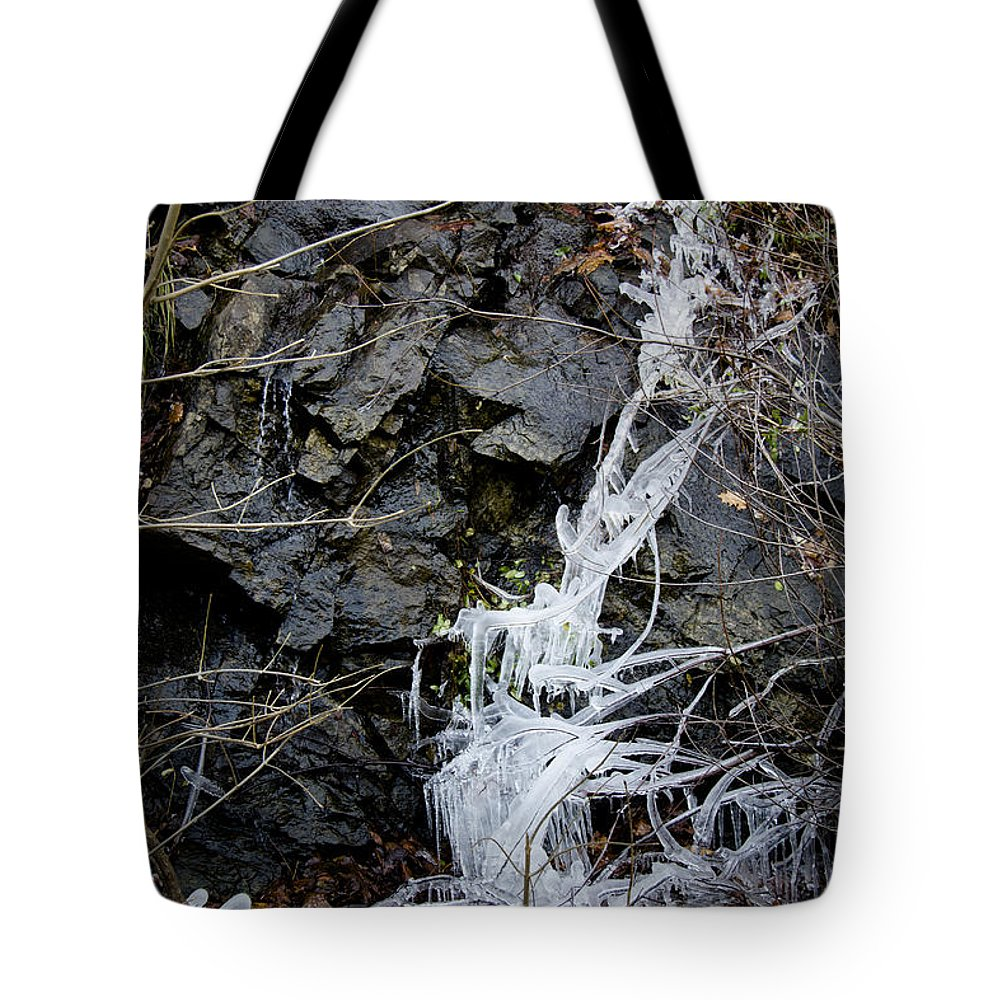 Eagle Rock Tote Bag featuring the photograph Icicles 2 by Teresa Mucha