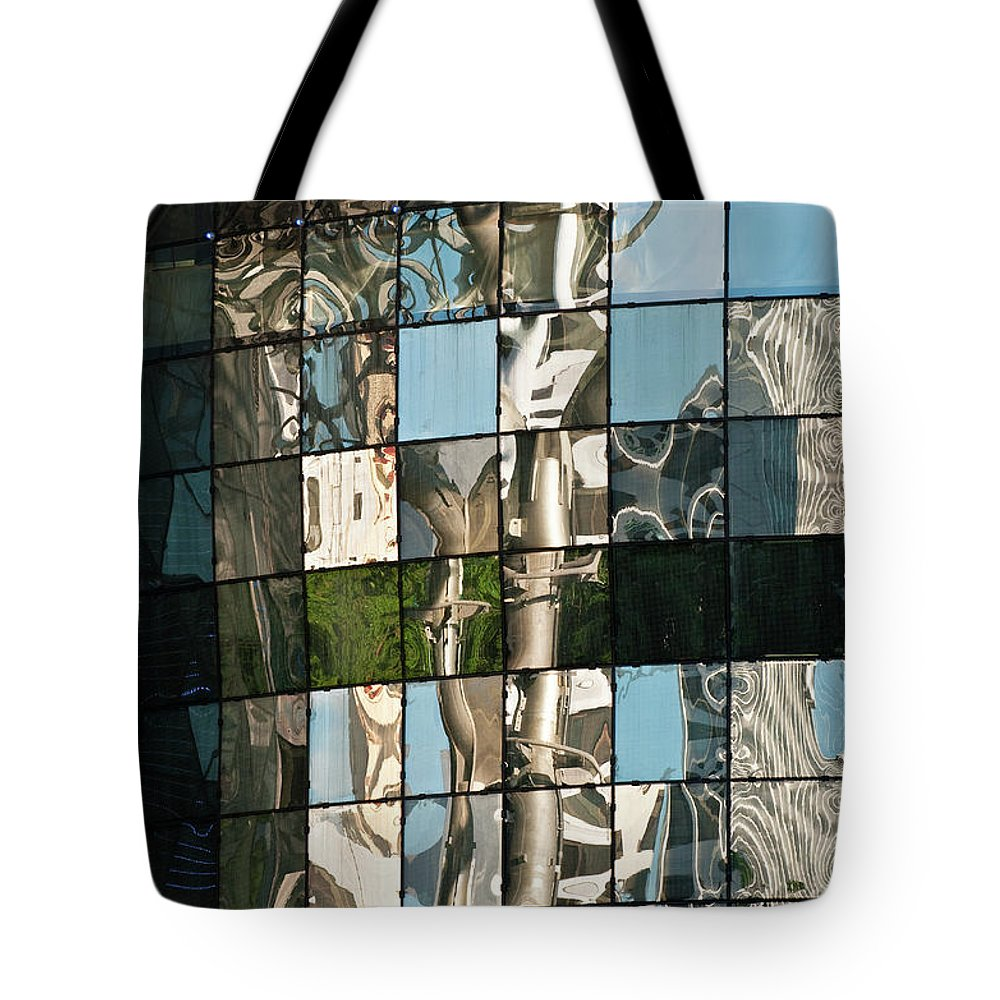 Singapore Tote Bag featuring the photograph Ion Orchard Reflections by Rick Piper Photography
