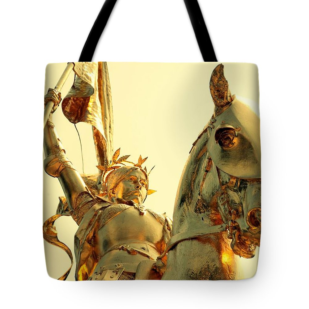 Joan Of Arc Statue In Philadelphia Tote Bag featuring the photograph Joan In Gold by Alice Gipson