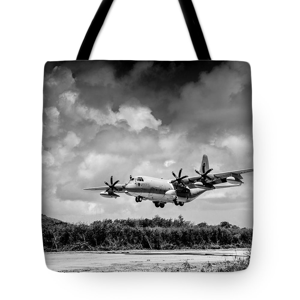Kc-130 Tote Bag featuring the photograph Kc-130 Approach by Alex Snay