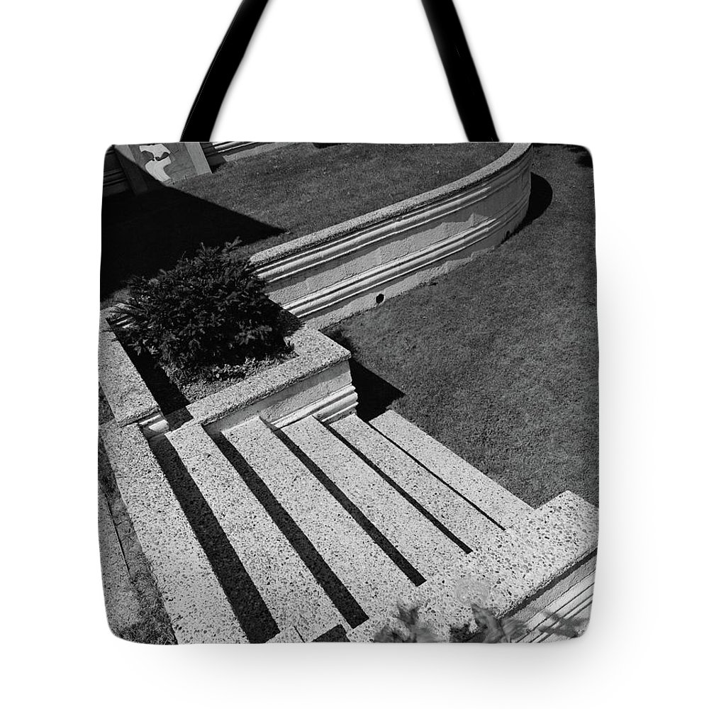 Exterior Tote Bag featuring the photograph Kenneth Kassler's Garden by Robert M. Damora