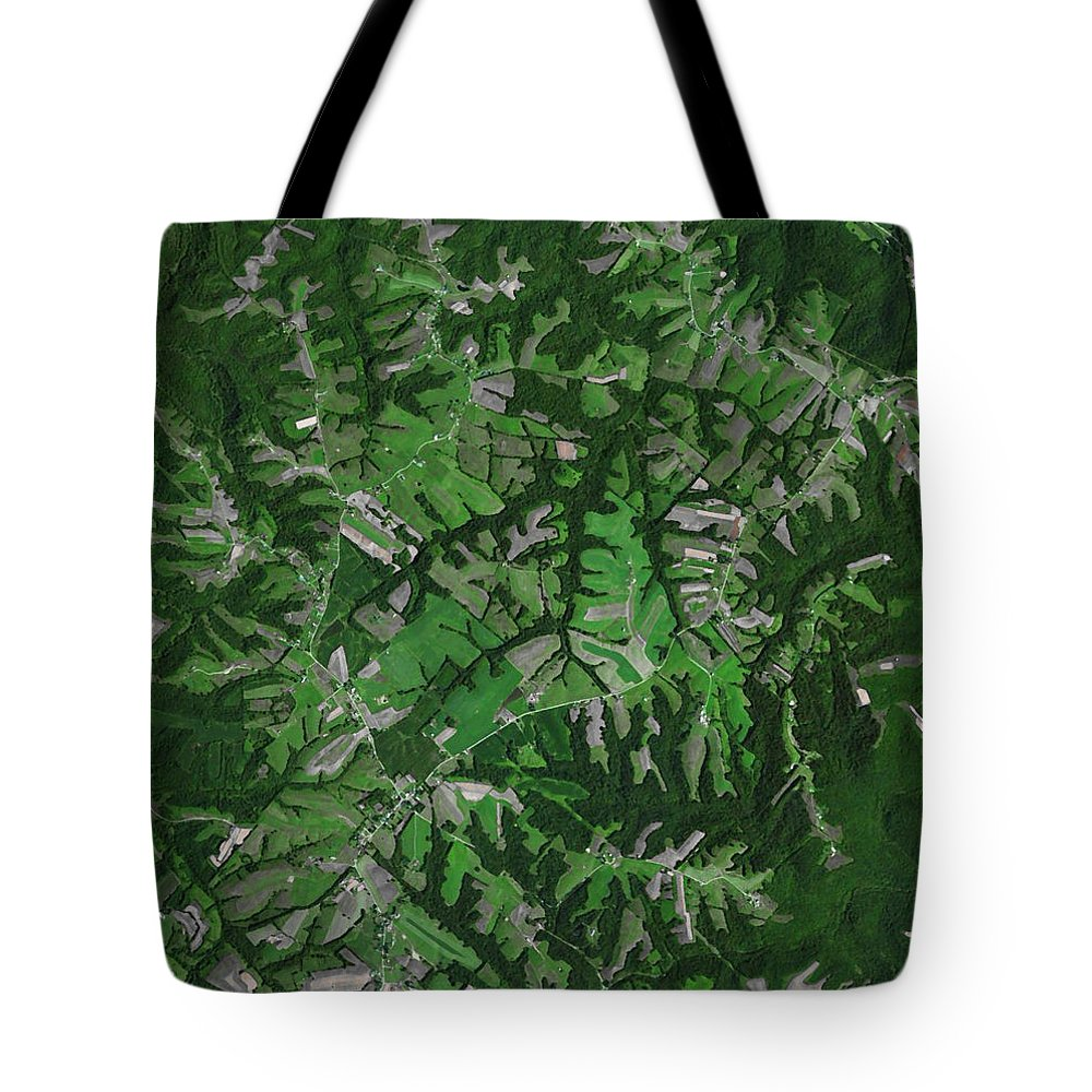 Kentucky Tote Bag featuring the photograph Kentucky Landscape by Frank Tozier