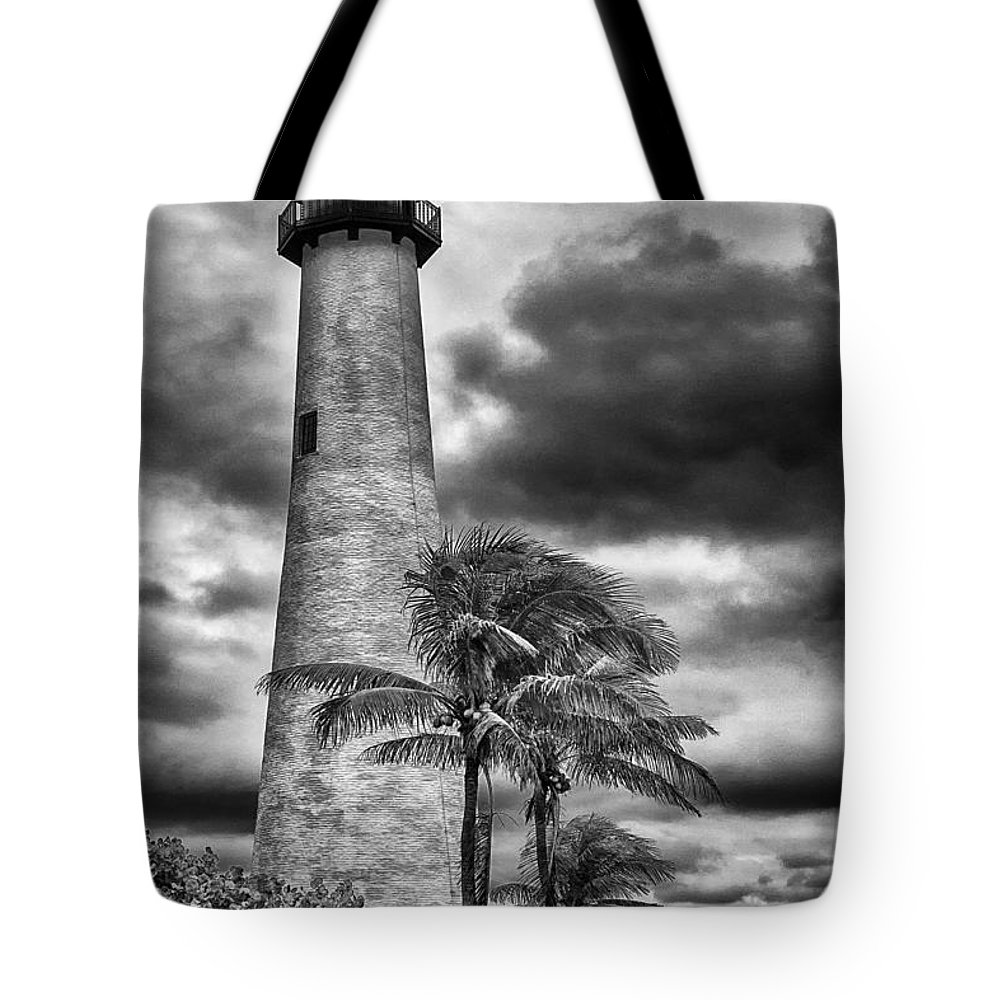 Key Biscayne Tote Bag featuring the photograph Key Biscayne Fl Lighthouse Black And White Img 7167 by Greg Kluempers