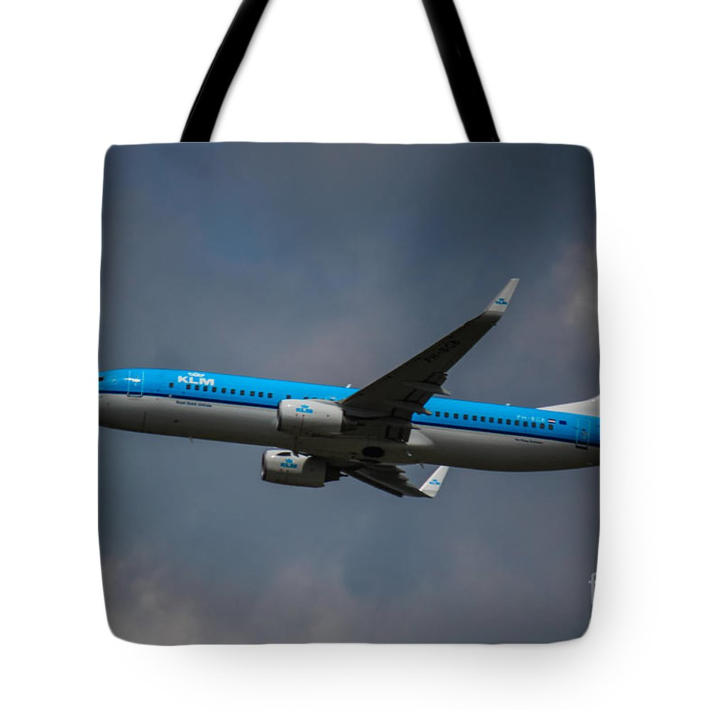 Klm Tote Bag featuring the photograph Klm Boeing 737 Ng by Rene Triay Photography