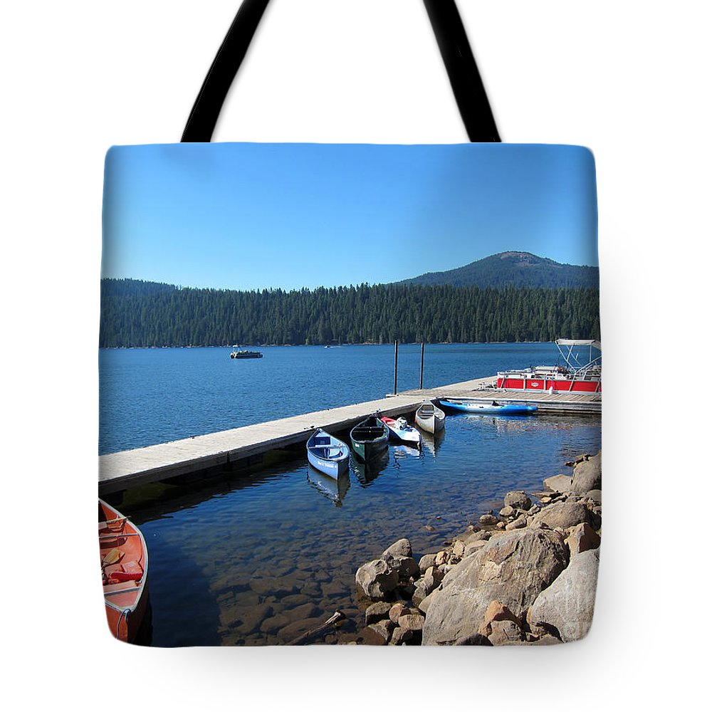 Lake Of The Woods Oregon Tote Bag featuring the photograph Lake Of The Woods Boat Harbor by Debra Thompson