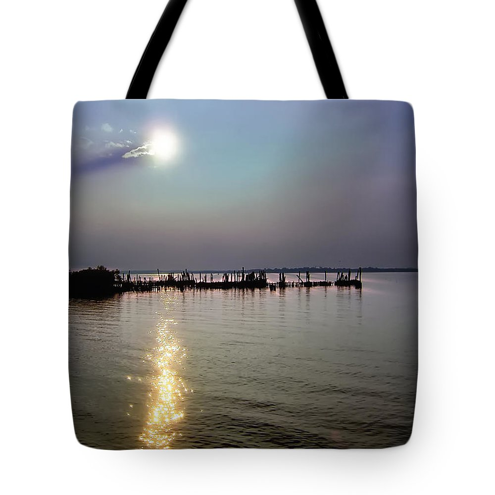 Sunset Tote Bag featuring the photograph Land Of The Sparkling Sun by Darlene Kwiatkowski