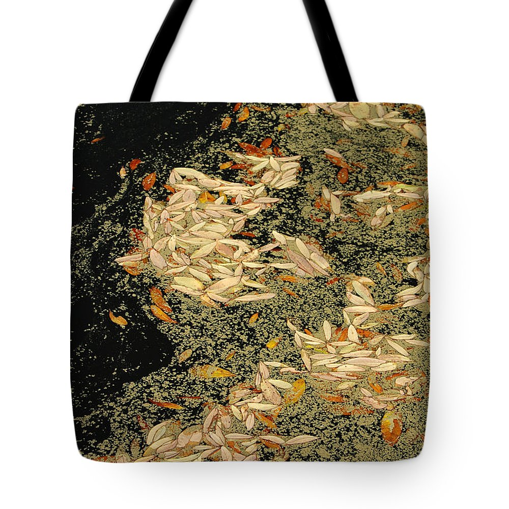 Klimt Tote Bag featuring the photograph Leaf Abstract Ode To Klimt by Suzanne Gaff