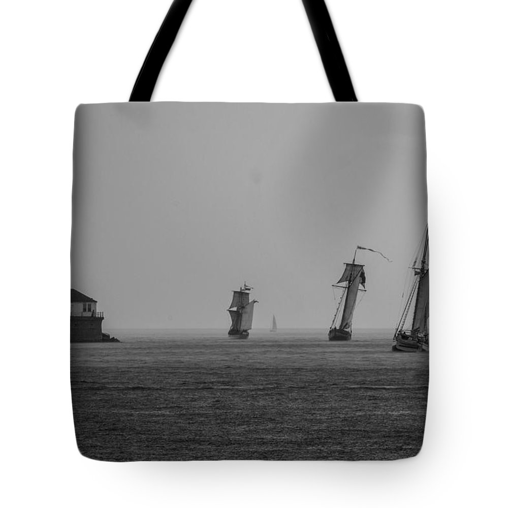 Tote Bag featuring the photograph Lean by Sue Conwell