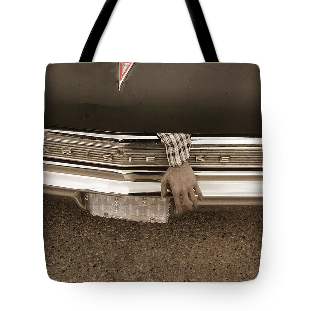 Parisienne Pontiac Tote Bag featuring the photograph Lending A Hand by Vi Brown