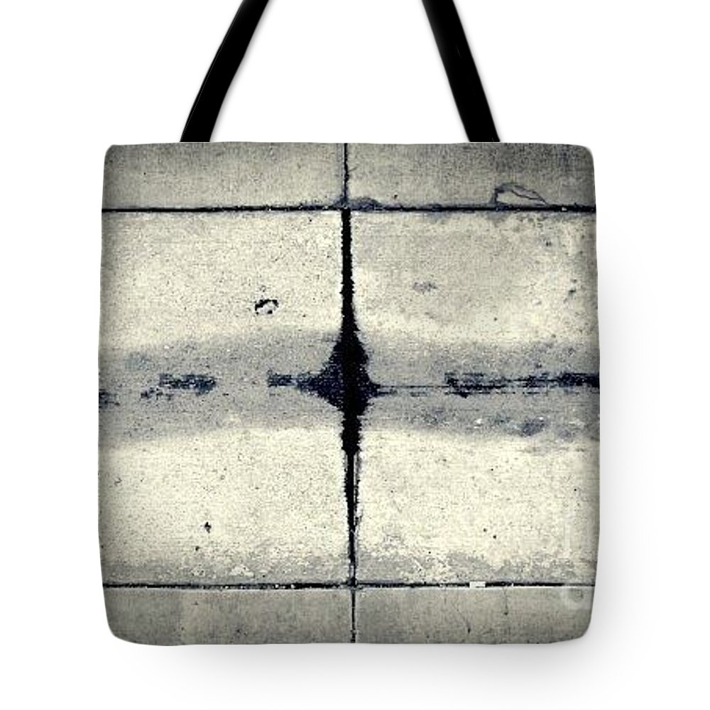Street Snapshot Tote Bag featuring the photograph Likewise by Fei A