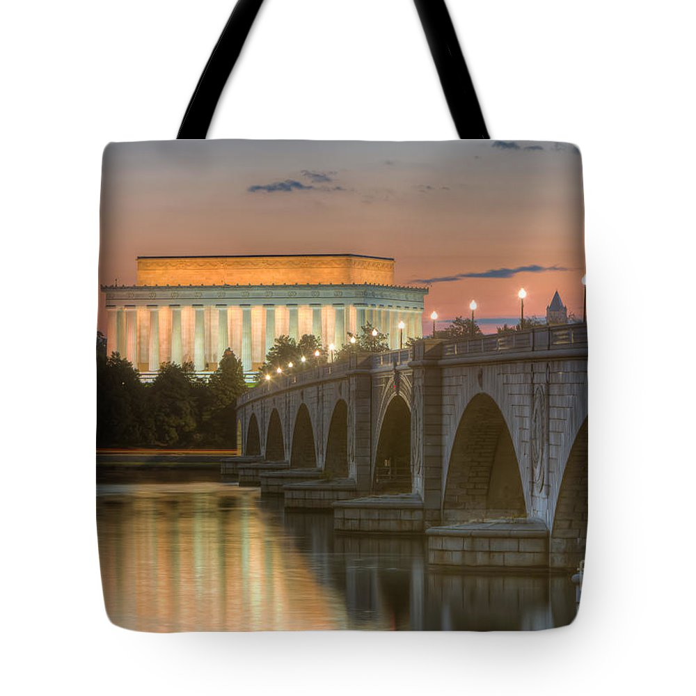 Clarence Holmes Tote Bag featuring the photograph Lincoln Memorial And Arlington Memorial Bridge At Dawn I by Clarence Holmes