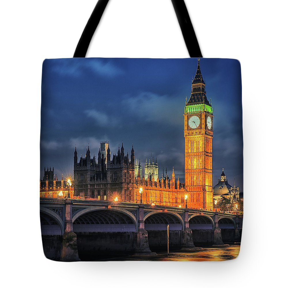 Clock Tower Tote Bag featuring the photograph London - City Of Westminster And River by Franckreporter