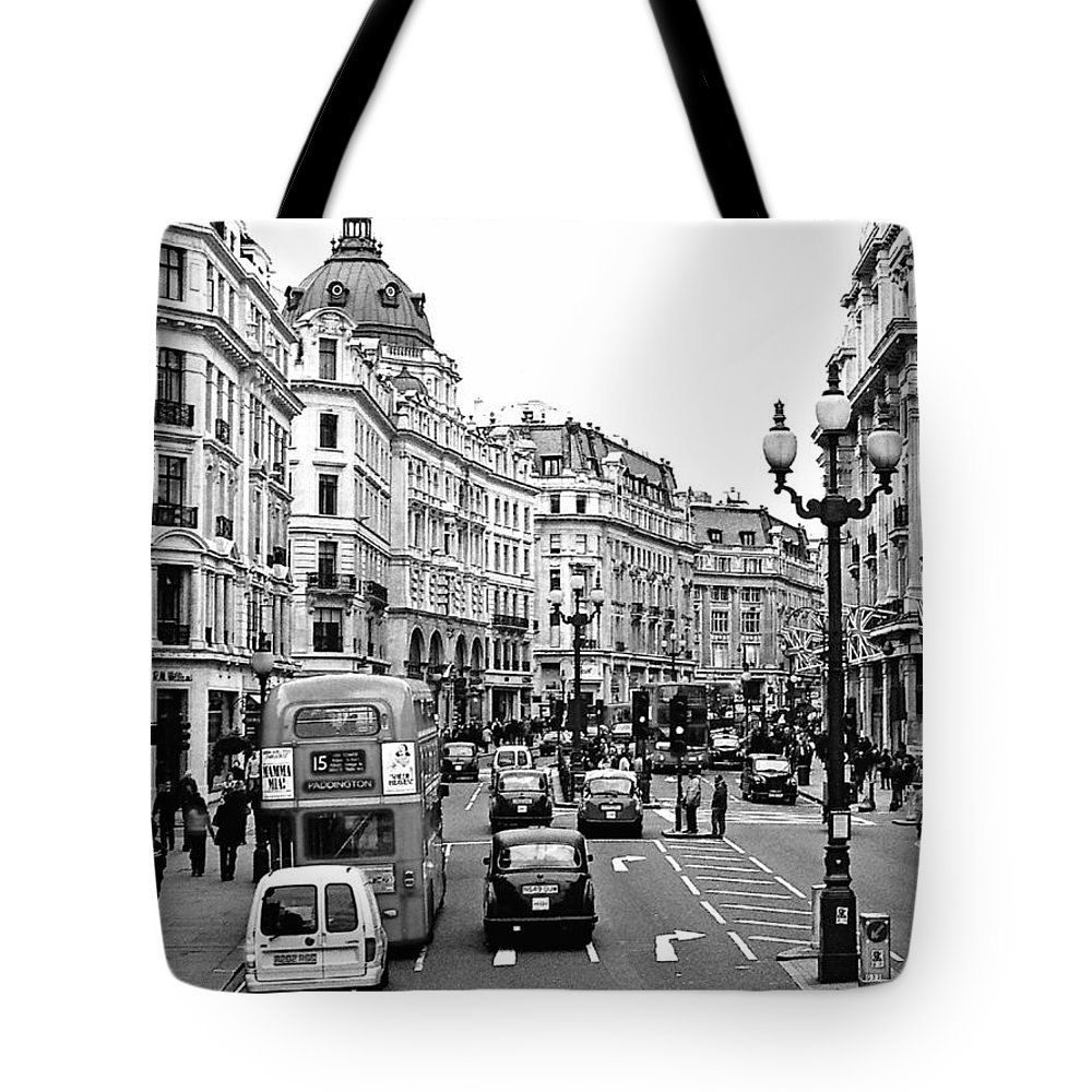 London Tote Bag featuring the photograph London by Glennis Siverson