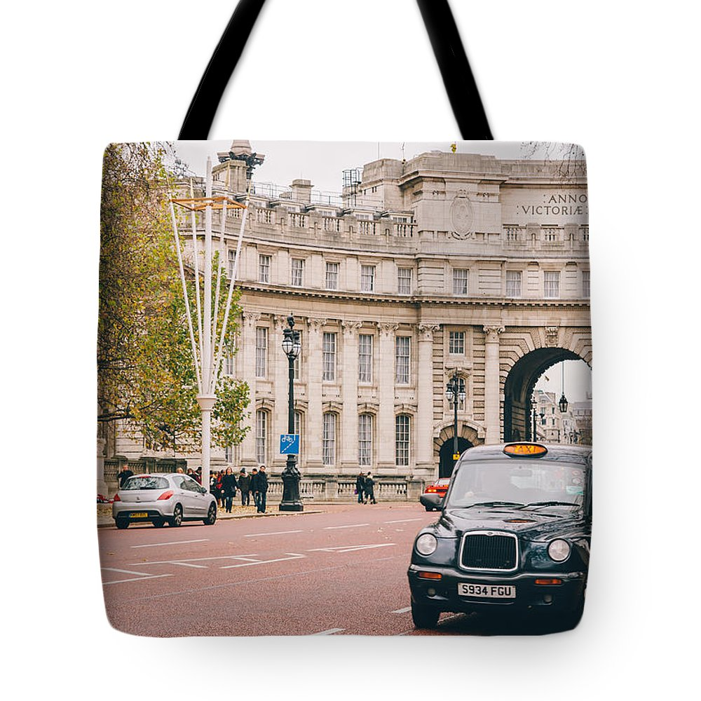 London Tote Bag featuring the photograph London Taxi by Pati Photography