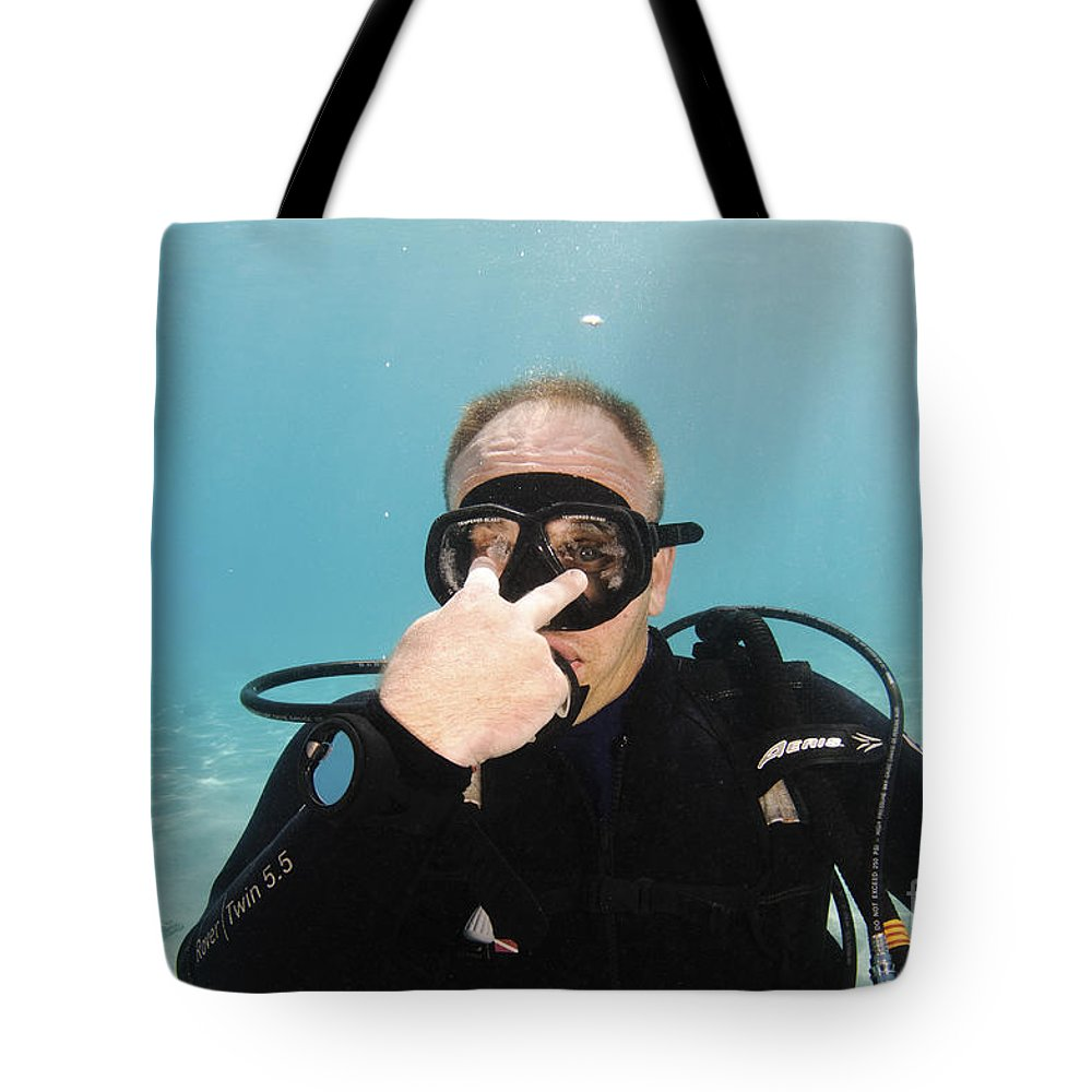 Look Tote Bag featuring the photograph Look by Hagai Nativ
