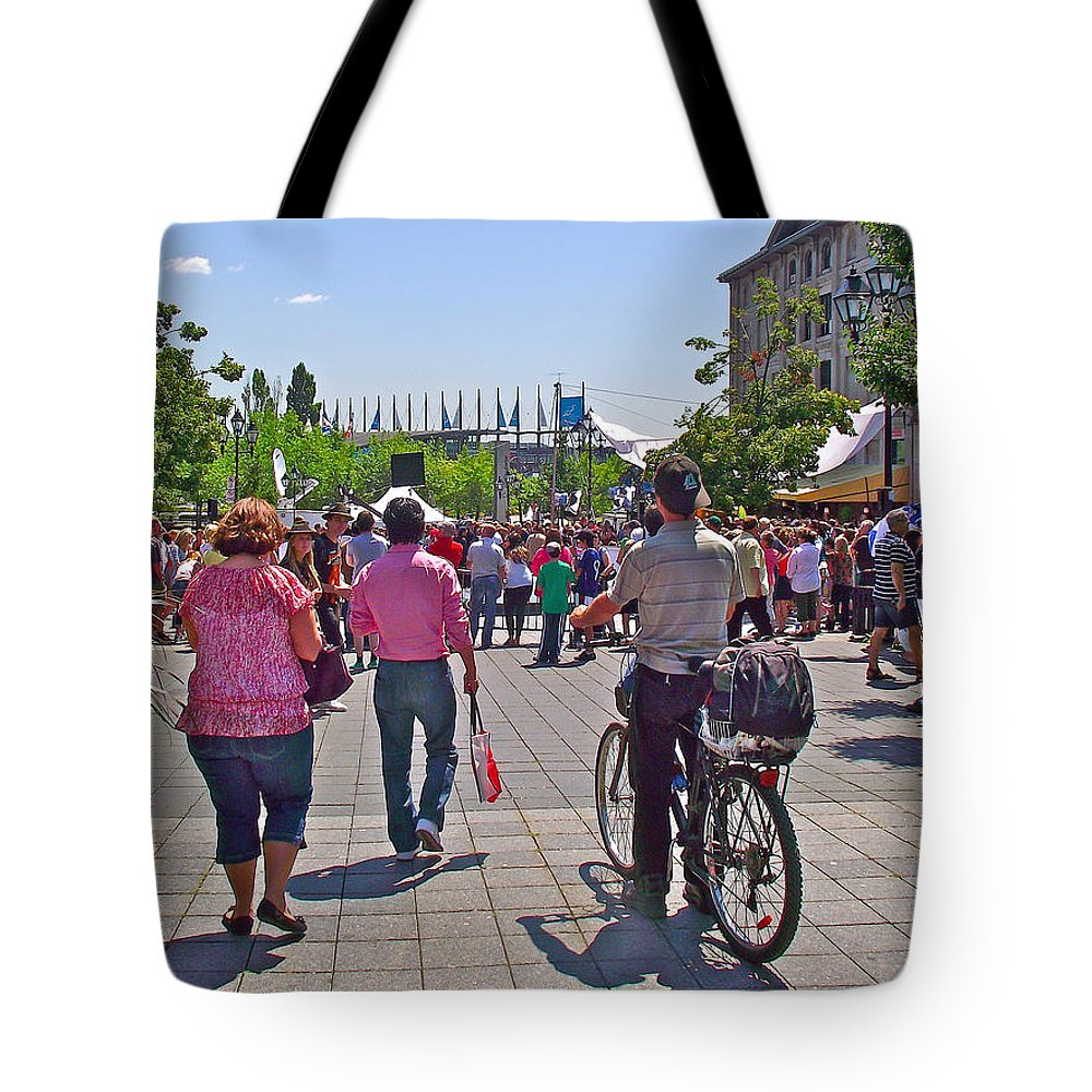 Lots Of People In Old Montreal Tote Bag featuring the photograph Lots Of People In Old Montreal-qc by Ruth Hager