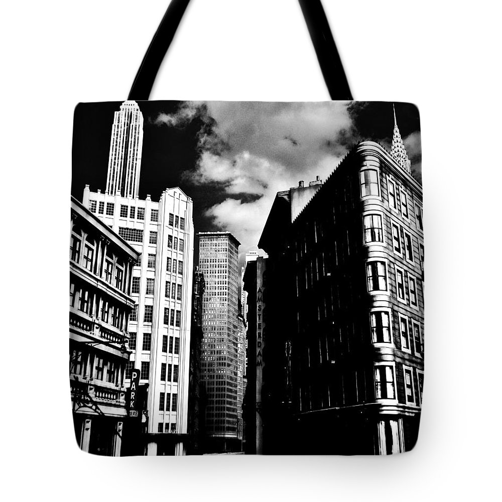 Manhattan Tote Bag featuring the photograph Manhattan Highlights B W by Benjamin Yeager