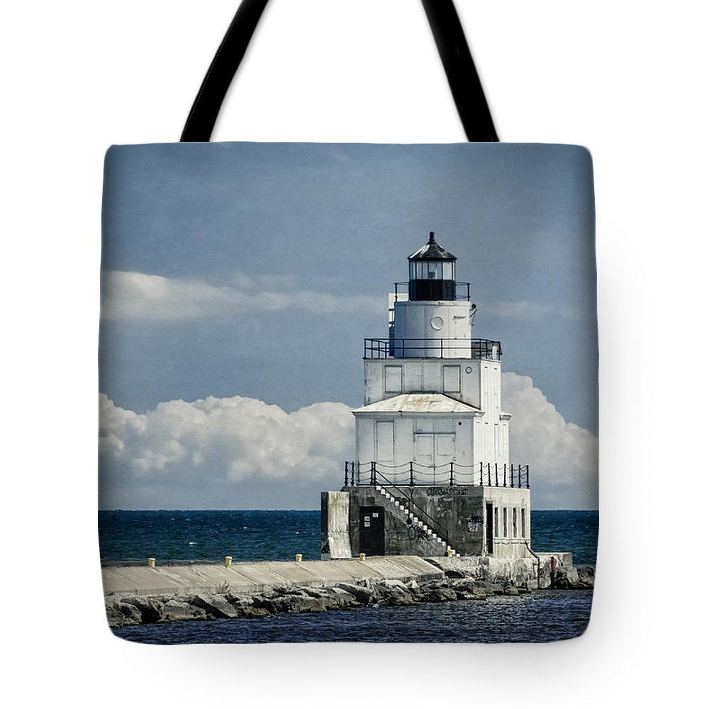 Architecture Tote Bag featuring the photograph Manitowoc Breakwater Lighthouse by Joan Carroll