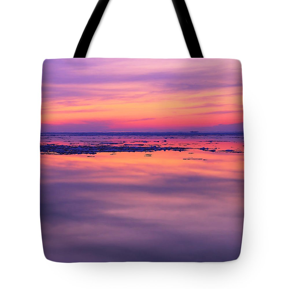 Marquette Sunset On Ice Tote Bag featuring the photograph Marquette Sunset On Ice by Rachel Cohen