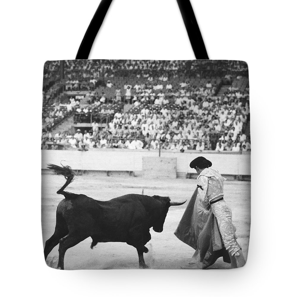 1940s Tote Bag featuring the photograph Matador Silverio Perez by Underwood Archives