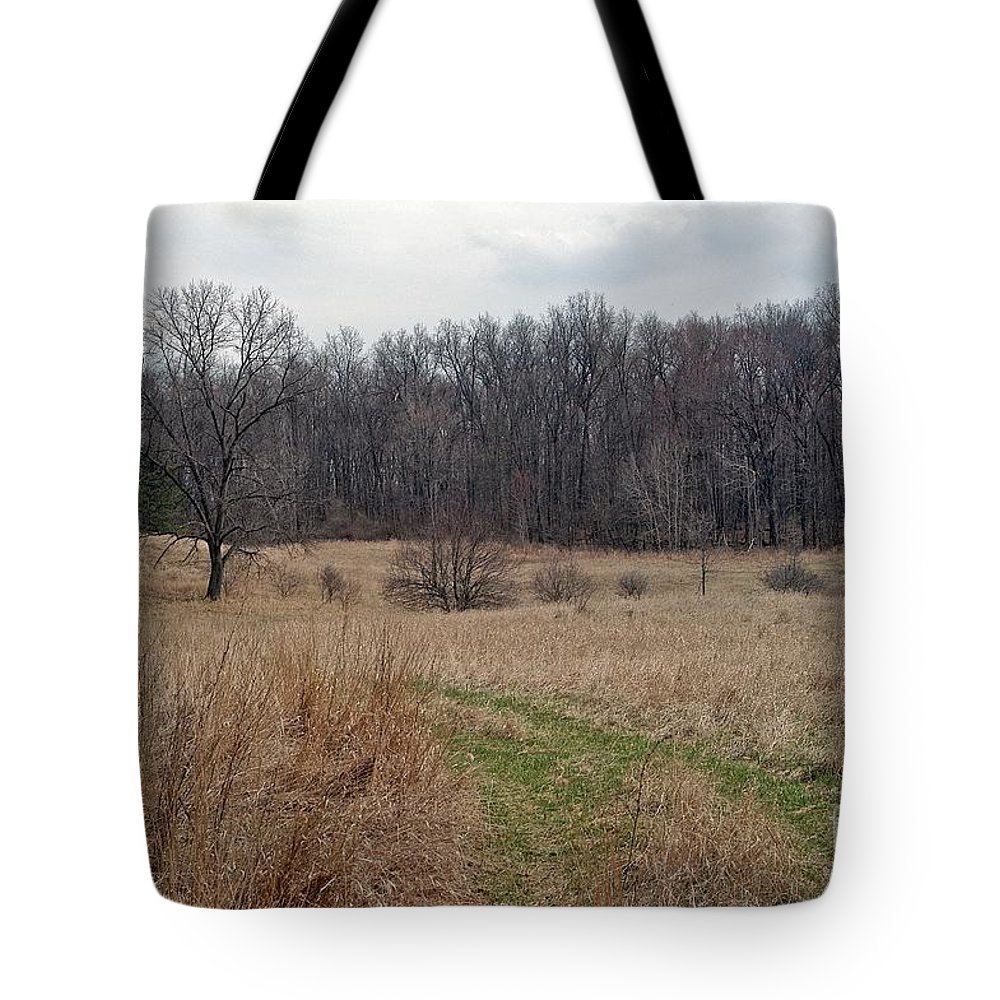 Field Tote Bag featuring the photograph Meadow by Joseph Yarbrough