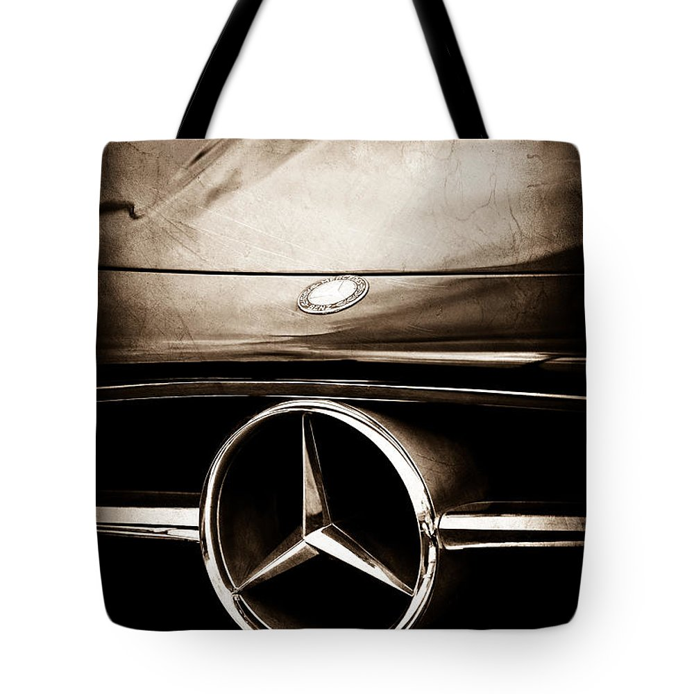 Mercedes-benz Grille Emblem Tote Bag featuring the photograph Mercedes-benz Grille Emblem by Jill Reger