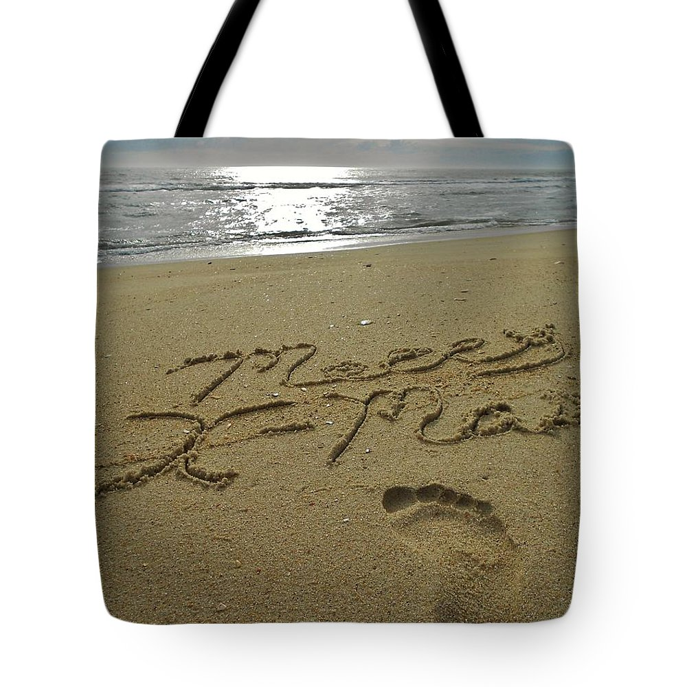 Mark Lemmon Cape Hatteras Nc The Outer Banks Photographer Subjects From Sunrise Tote Bag featuring the photograph Merry Christmas Sand Art Footprint 4 12/25 by Mark Lemmon