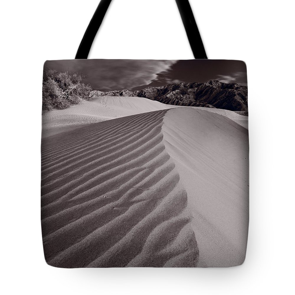 Death Tote Bag featuring the photograph Mesquite Dunes Death Valley B W by Steve Gadomski