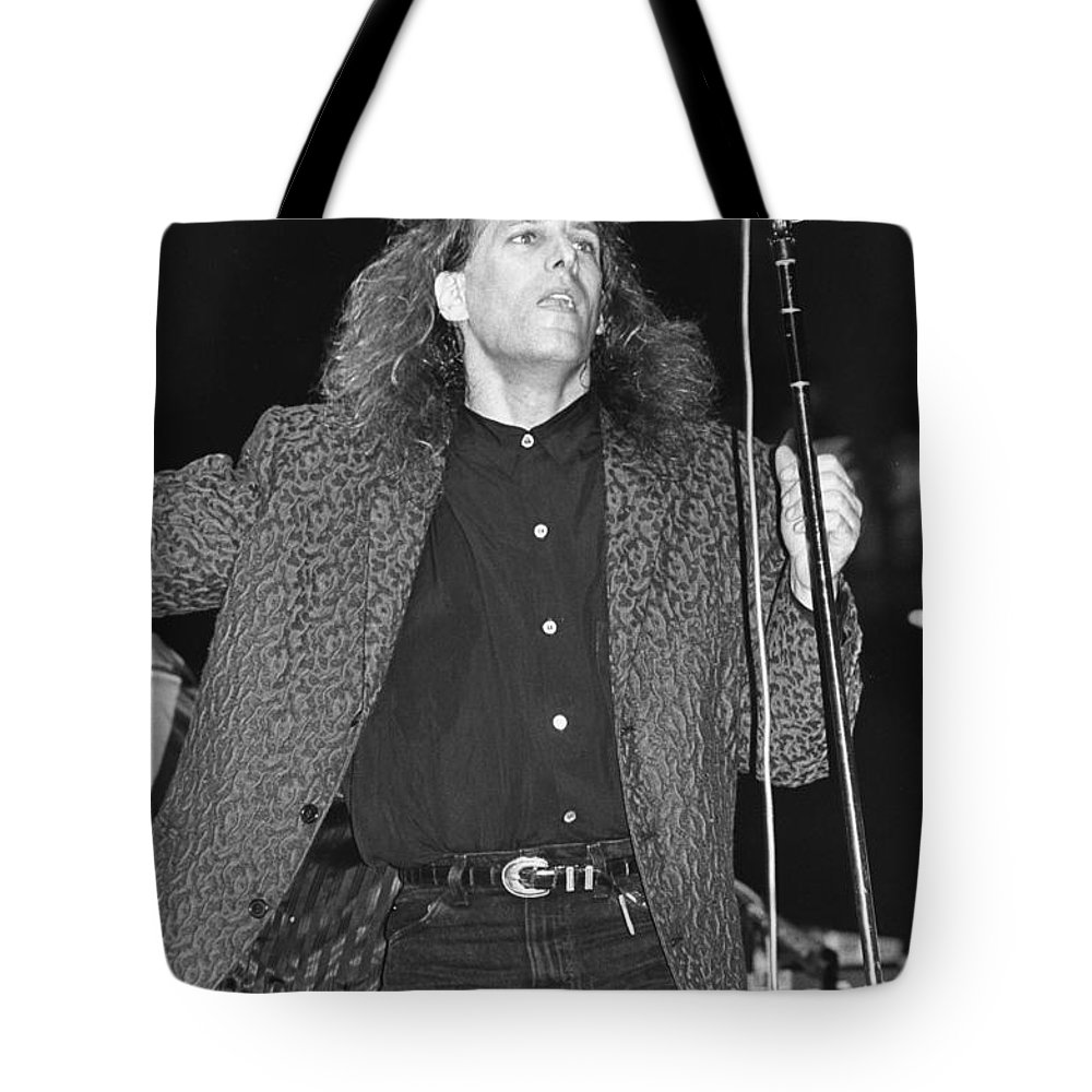 Miichael Bolton Tote Bag featuring the photograph Michael Bolton by Concert Photos