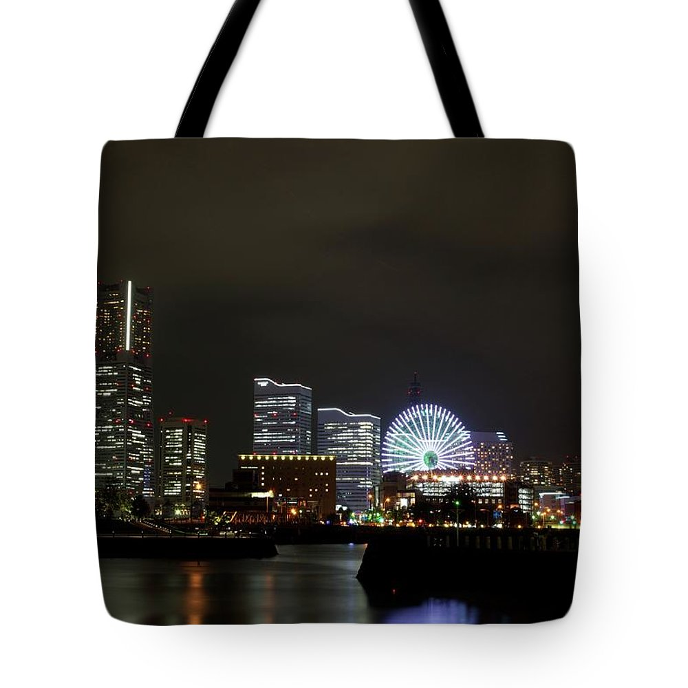 Tranquility Tote Bag featuring the photograph Minato-mirai by Takuya.skd