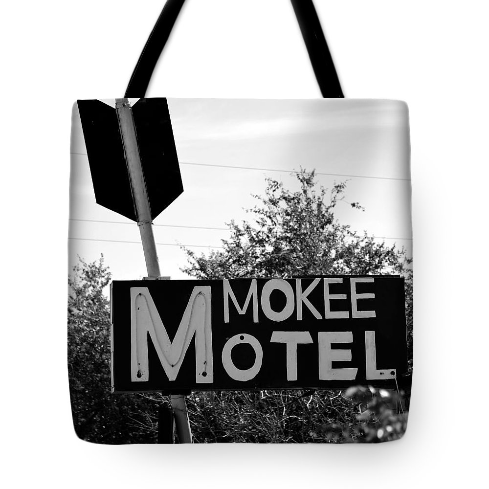 Mokee Motel Sign Tote Bag featuring the photograph Mokee Motel Sign Circa 1950 by David Lee Thompson