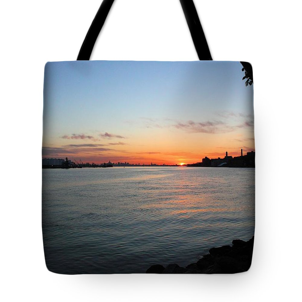 Sunrise Tote Bag featuring the photograph Morning On The Kill Van Kull by Robert McCulloch