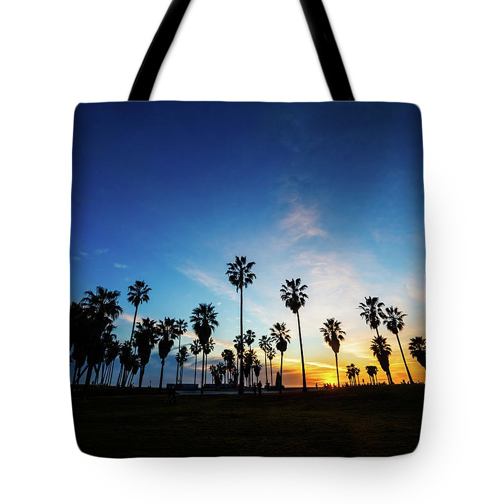 Shadow Tote Bag featuring the photograph Muscle Beach At Dusk by Extreme-photographer