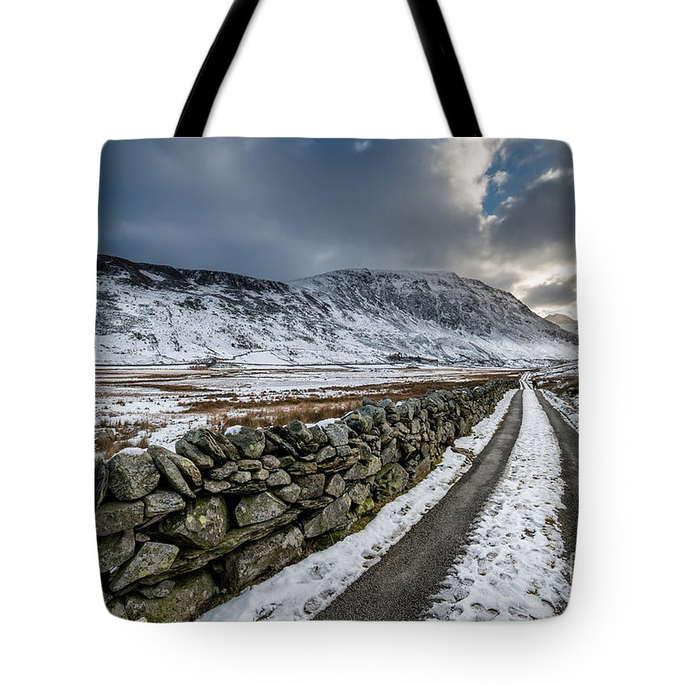 Nant Ffrancon Tote Bag featuring the photograph Nant Ffrancon Pass by Adrian Evans