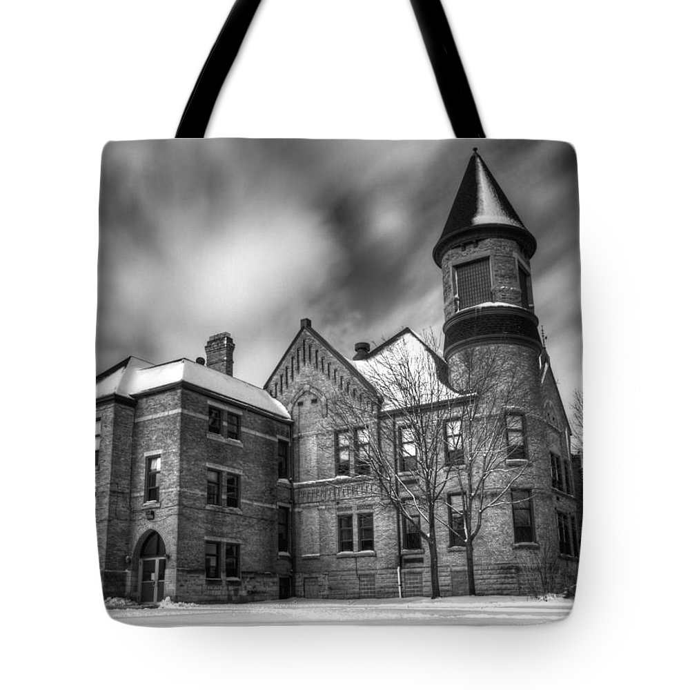 Nicolet School Kaukauna Tote Bag featuring the photograph Nicolet School In Black And White by Thomas Young