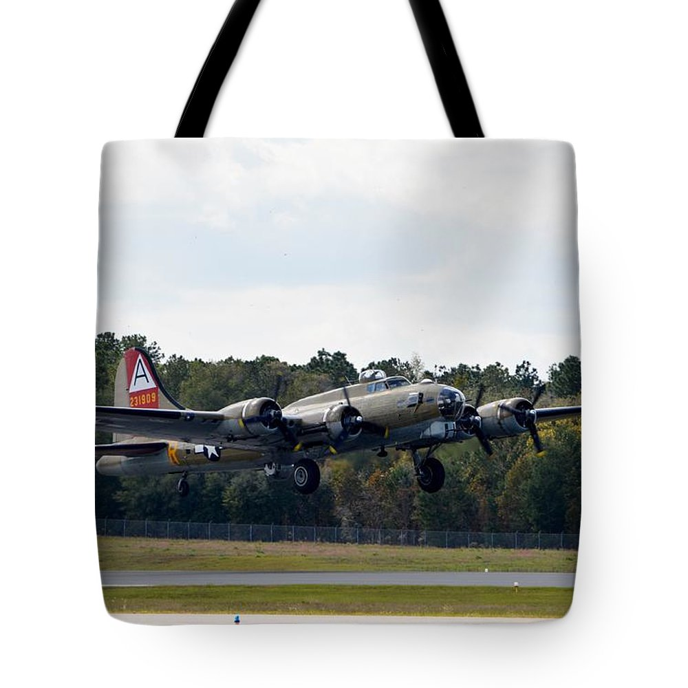 Boeing B-17 Flying Fortress Tote Bag featuring the photograph Nine-o-nine by Matt Abrams