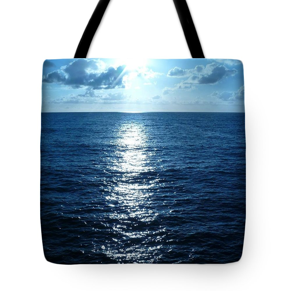 Sky And Cloud Tote Bag featuring the painting Ocean Fall by Fei A