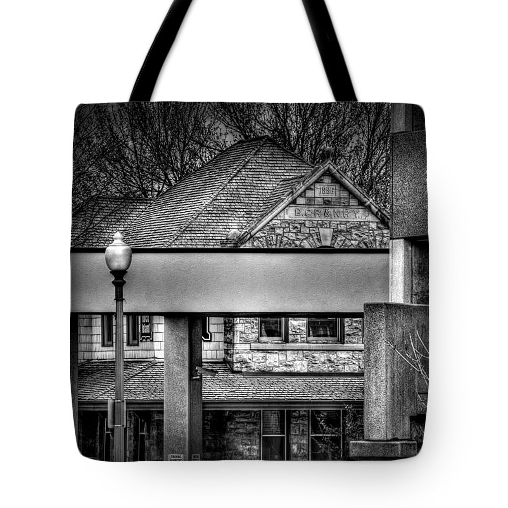Sioux Falls Tote Bag featuring the photograph Old And New by Mike Oistad